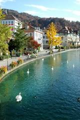 スイス、トゥーンを流れるアーレ川