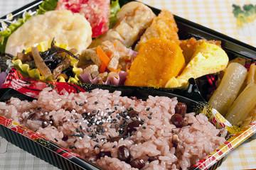 日本お弁当・赤いご飯・ランチ