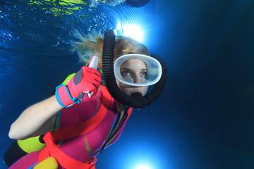 Taucherin unterwasser