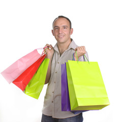 Hombre cargado con bolsas de compras