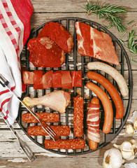 Grillfleisch und -würste