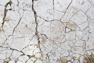 Cemento spaccato dal caldo