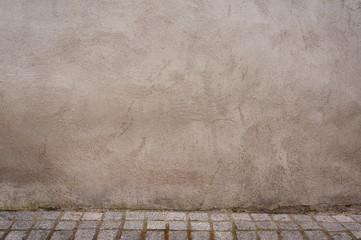 Neutraler Hintergrund mit gepflastertem Boden