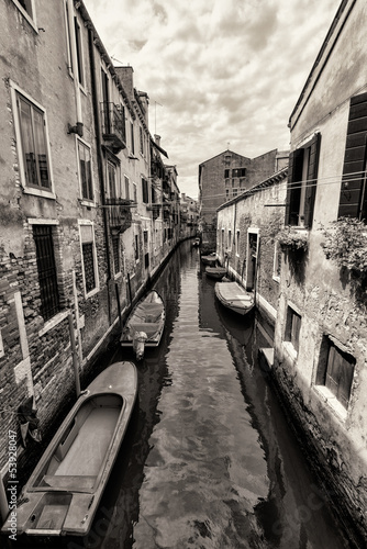 Wide angle shot of streets and canals in Venice - 53928047