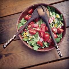 Gemischter Salat mit Salatbesteck