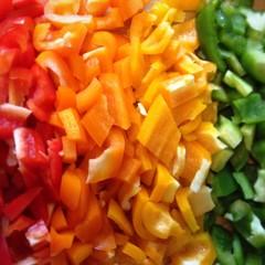 Geschnittene Paprika farblich sortiert