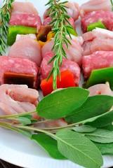 Spiedini di carne mista e peperoni
