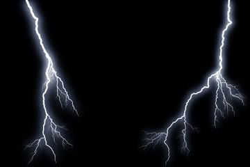 Blitze auf schwarzem Hintergrund
