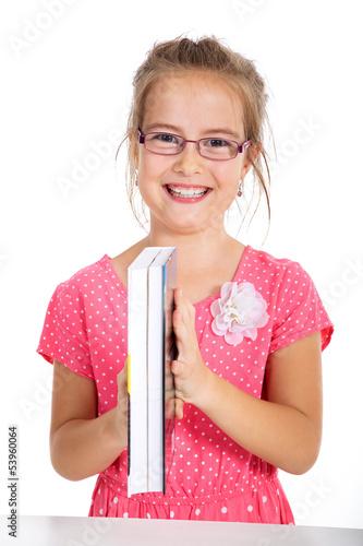 Junges Mädchen mit Brille und Buch