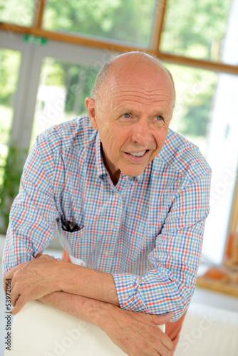 Best Ager Geistig Fit Portrait älterer Herr