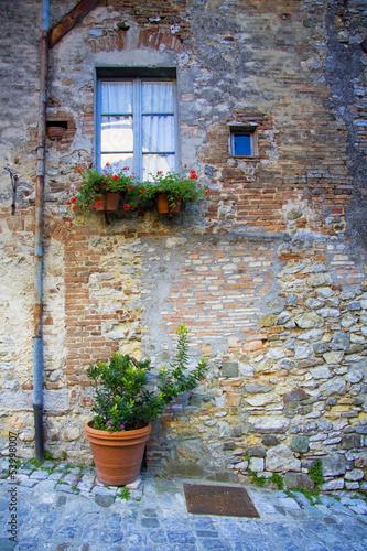 toskania-stare-miasto-aleja-szczegolow