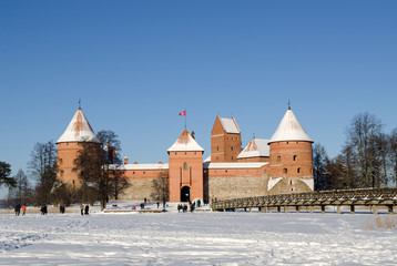 frozen lake tourists recreate castle Trakai winter