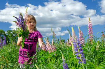 Child girl collects the flower