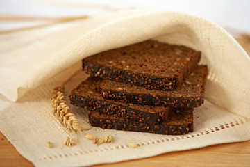 brown bread slices