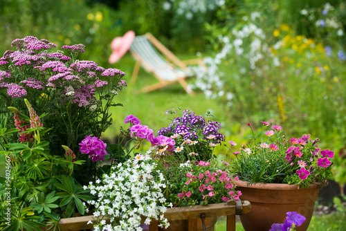 Papiers peints Jardin Gartenidylle mit Leiterwagen