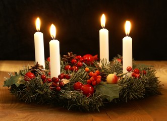 Advent wreath with silver ribbons.