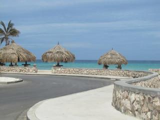 Mirante na costa do Caribe em praia da ilha de Aruba