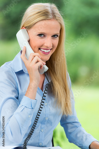 servicekraft am telefon