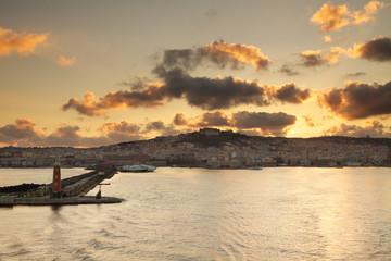 Porto di Napoli al tramonto