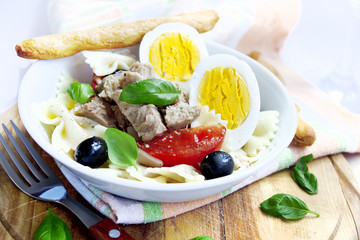 Salad with tuna and boiled eggs