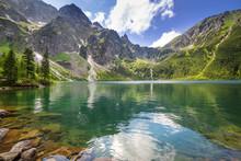 Schöne Landschaft der Tatra Berge und See in Polen