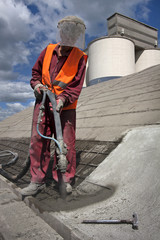 Renewing roof of industrial hale with sprayed concrete