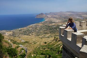 Osservare la costa siciliana dal castello  Erice.