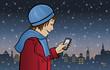 Mädchen Maria in einer winterlichen Stadt mit Smartphone