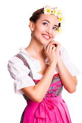 lächelne junge Frau im Dirndl