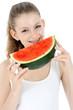Teenager isst Wassermelone