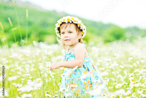 girl runnung in field