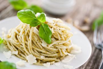 pasta mit parmesan und basilikumpesto