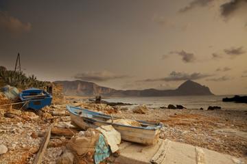 Barche di pescatori al tramonto,Sicilia.