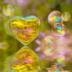 Bulles de savon coeur, reflets