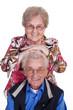 Altes Ehepaar ist glücklich in Rente