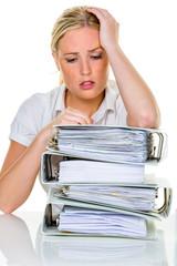 Frau im Büro mit Burnout