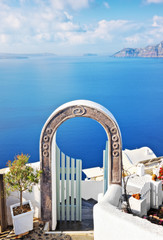 Beautiful arched gateway above aegean sea in Oia