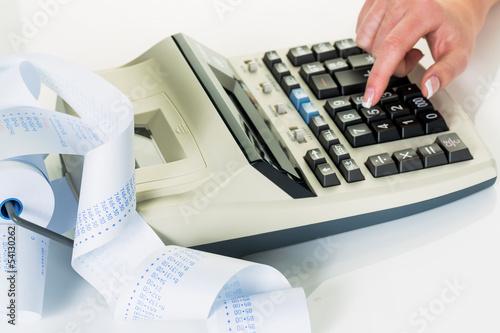 Tischrechner und Rechenstreifen