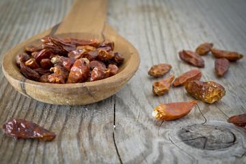 peperoncini secchi nel cucchiaio