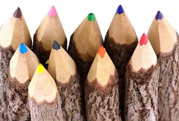 crayons de couleurs en bois naturel