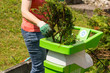 Gartenarbeit häckseln