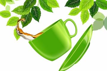 Зеленая чашка чая в полете на фоне листьев