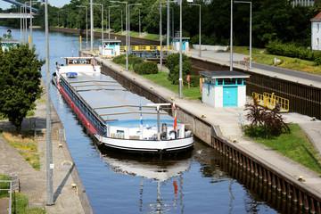 Schleuse Offenbach Oberwasser Binnenschiff