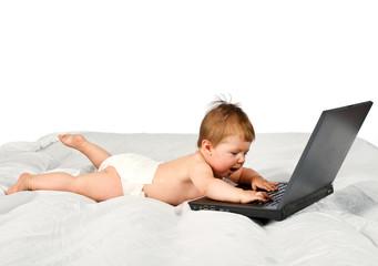 bambino che gioca al computer