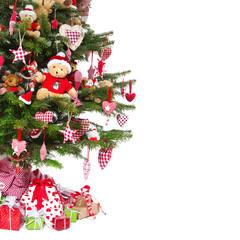 Weihnachtsbaum isoliert mit Weihnachtsgeschenken
