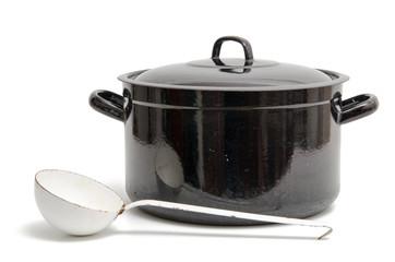 Alter Kochtopf mit Suppenkelle