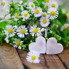 2 Herzen mit Wiesenblumen