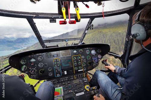 Hubschrauberflug in Cockpitansicht