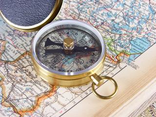 Kompass mit Atlas