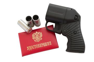 Травматический пистолет, патроны и служебное удостоверение